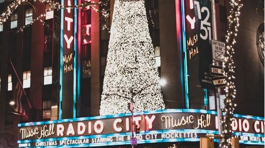 Christmas Music On Radio 2019.2019 Radio City Christmas Spectacular Schedule Venue Guide